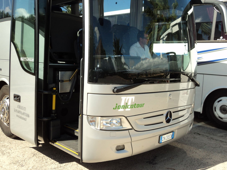 bus Gran Turismo Jonicatour da 56 posti in gita con conducente