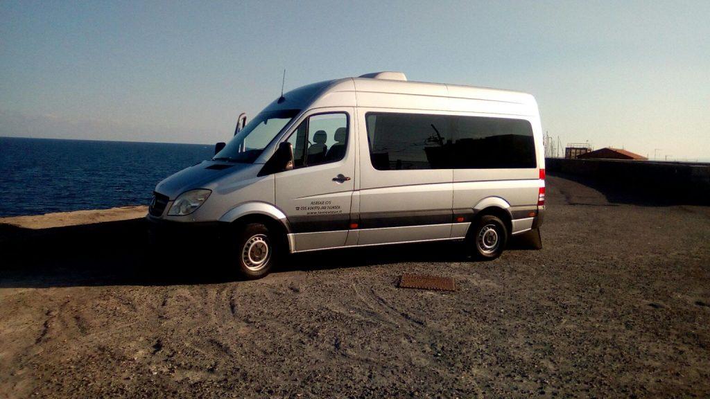 jonicatour minibus