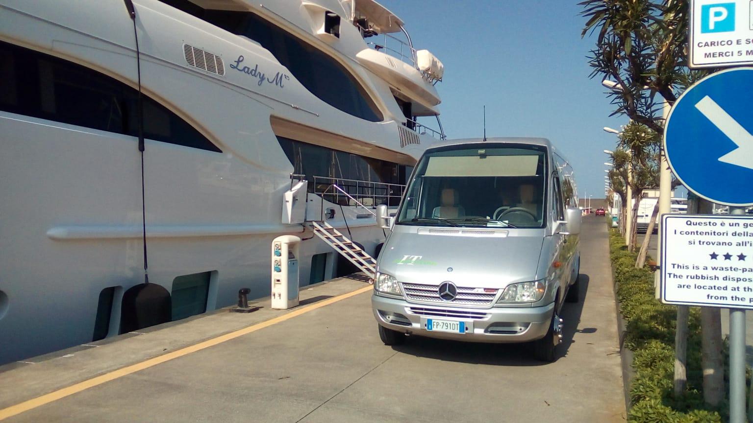 servizio lusso trasporto minibus