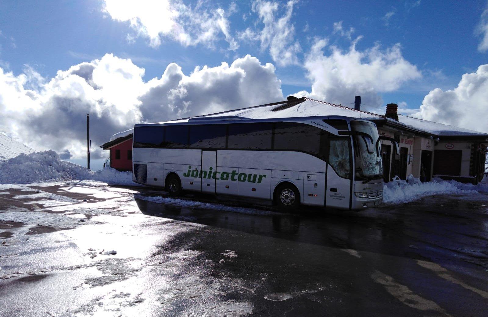 Bus GT Jonicatour a Etna Sud versante montagna