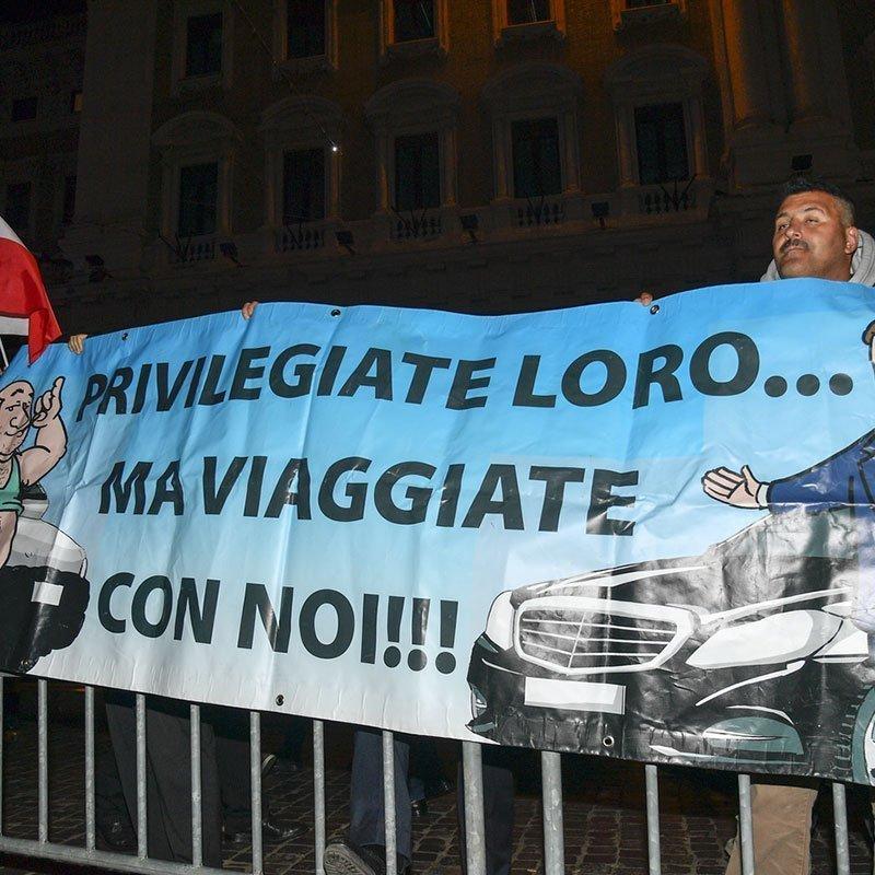 Protesta degli autisti NCC davanti a Palazzo Chigi