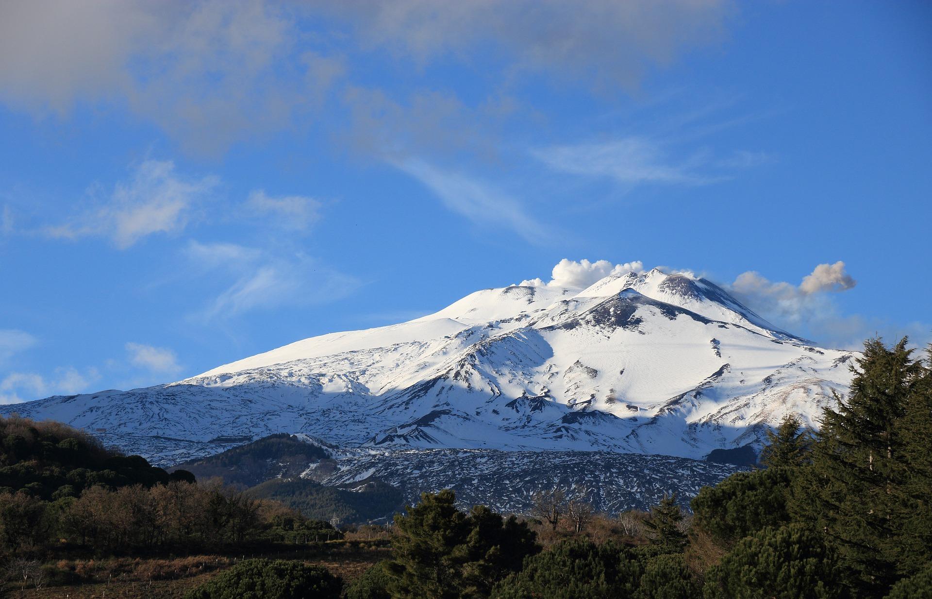 Il vulcano Etna è il luogo migliore dove praticare sport invernali in Sicilia